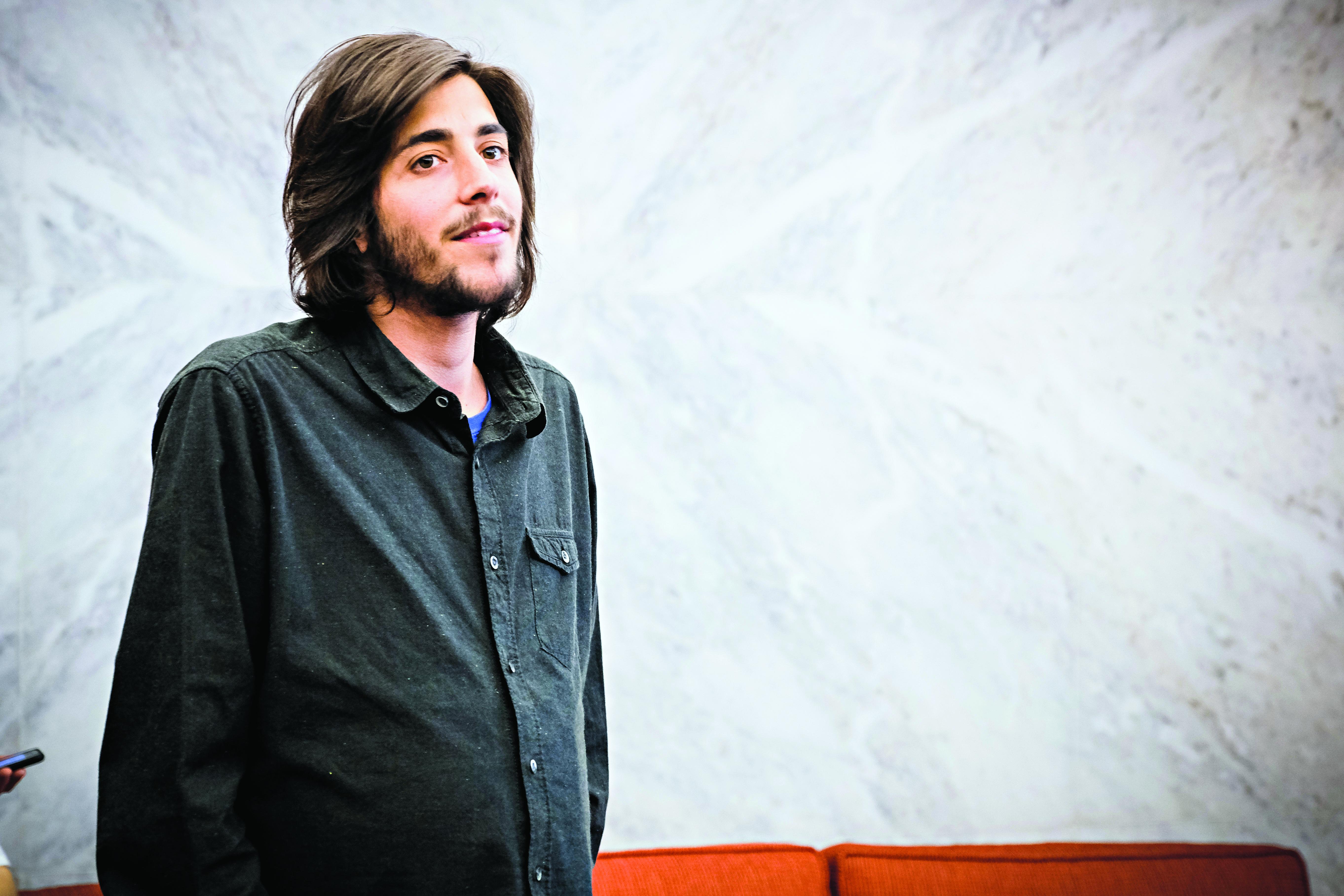 Salvador Sobral arrasa livro sobre ele próprio - Nacional