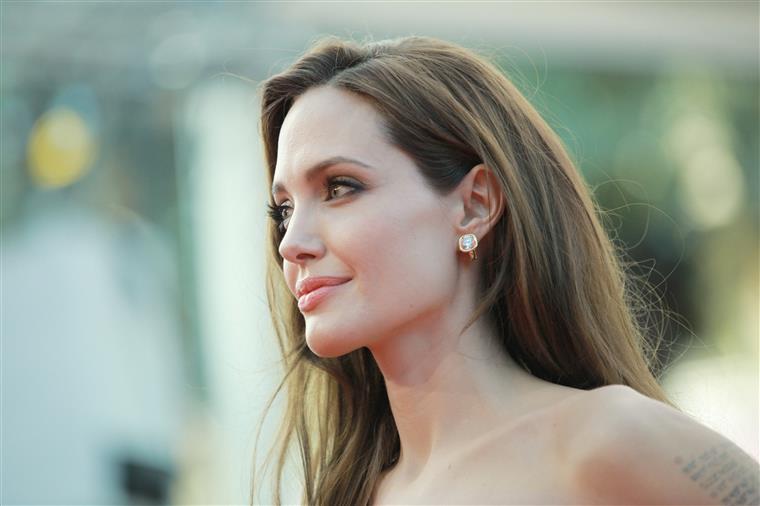 Divórcio de Pitt e Jolie não foi finalizado: 'Ela ainda está apaixonada'
