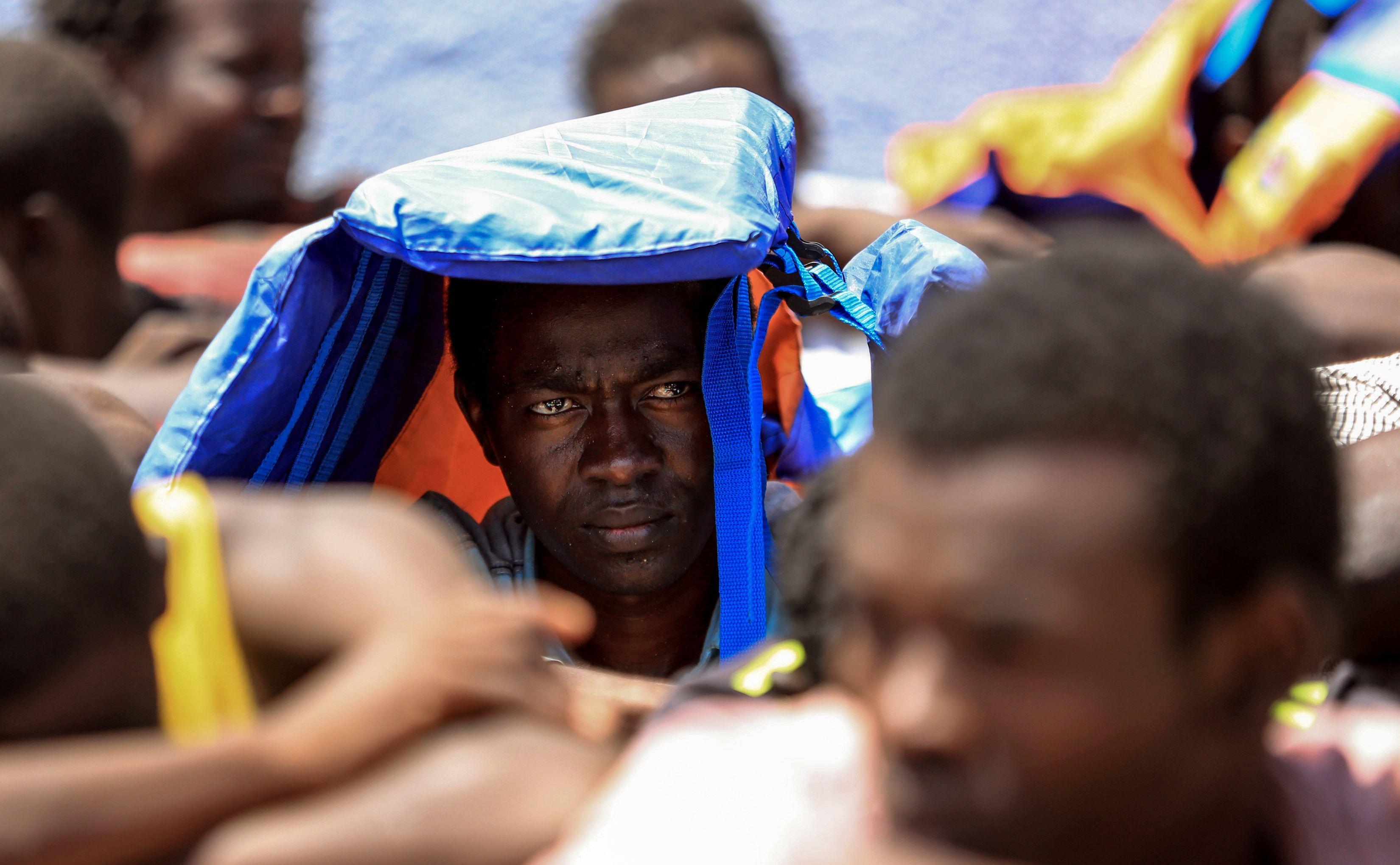 Traficantes lançam 180 migrantes ao mar na costa do Iémen