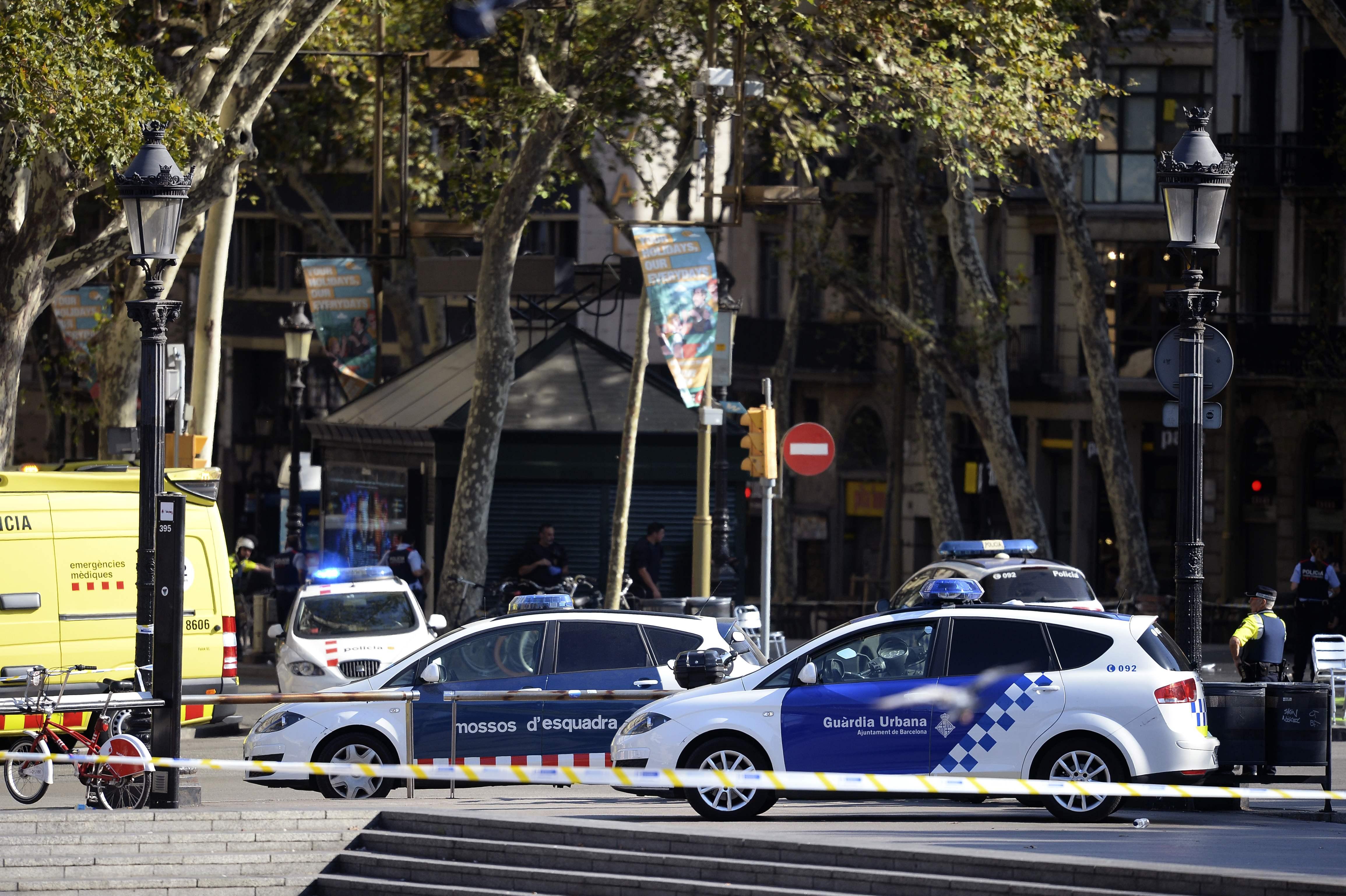 Carrinha atropela várias pessoas nas Ramblas, em Barcelona