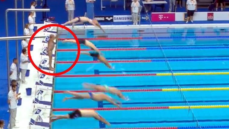 Nadador fez minuto de silêncio sozinho   Vídeo