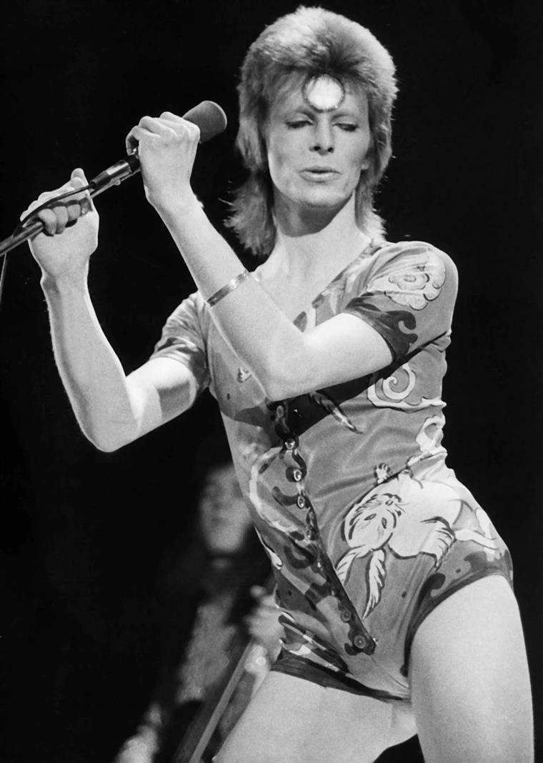 """A vida sexual """"promíscua"""" de David Bowie vai ser contada em livro"""