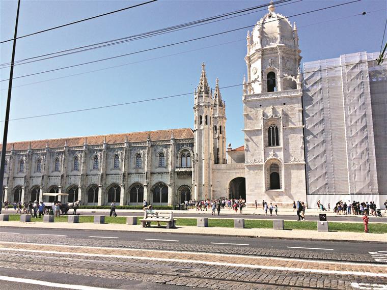 Terrorismo. Lisboa reforça segurança com blocos de cimento e pilaretes
