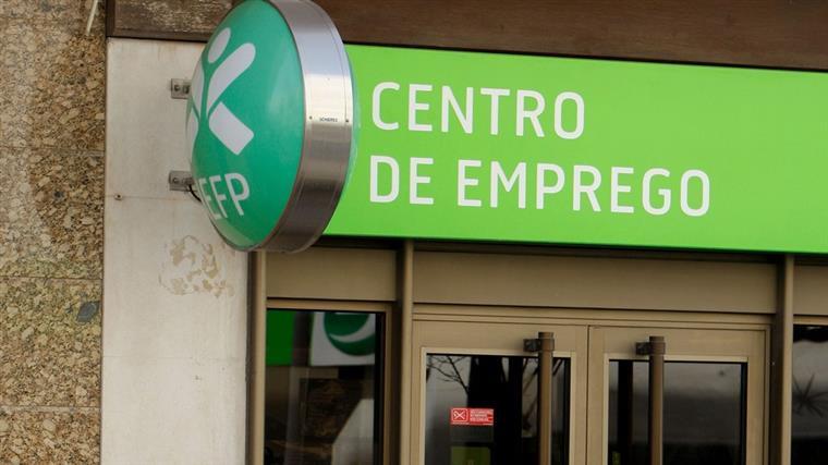 IEFP. Número de desempregados inscritos desce em julho para valores de 2008