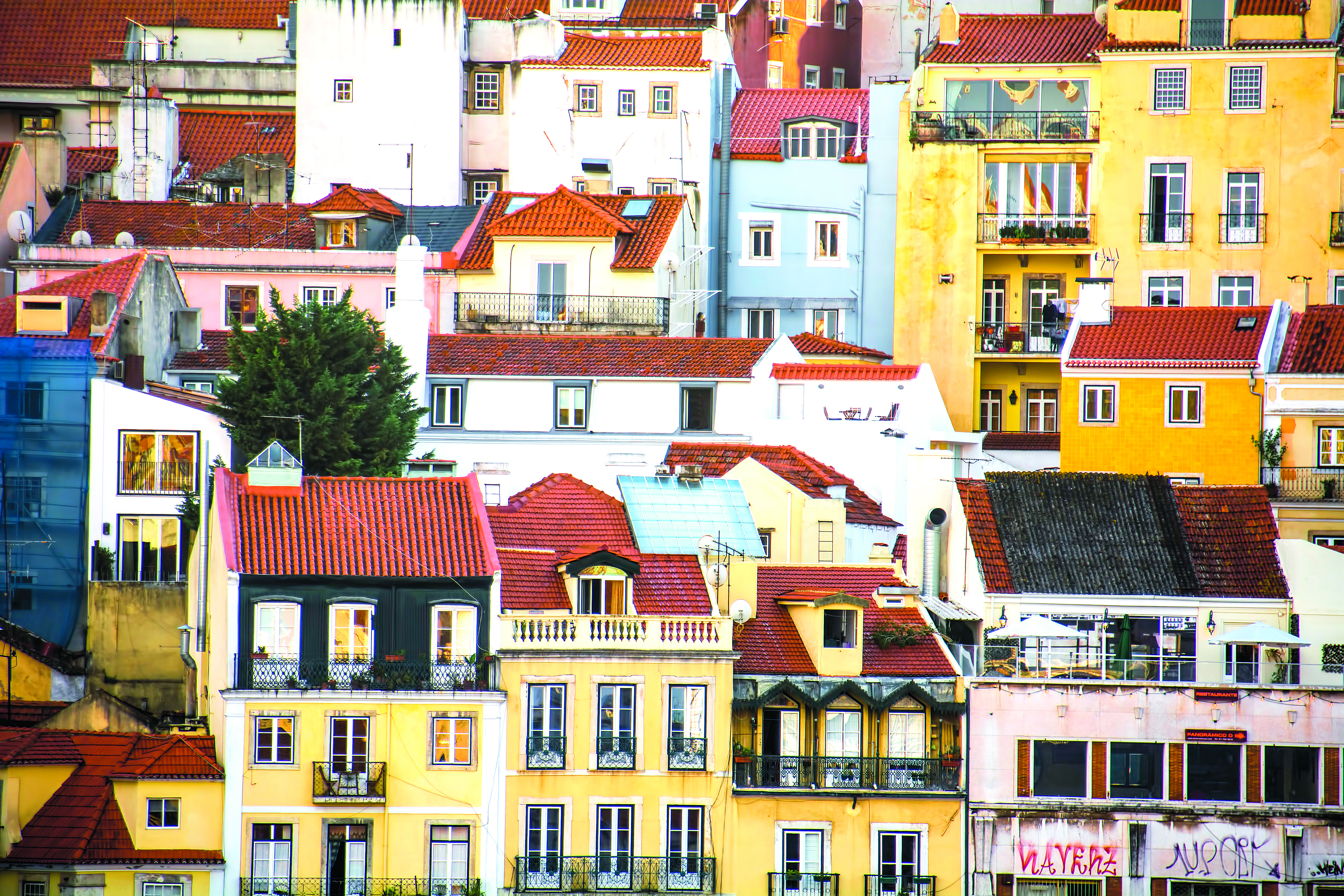 Henri Castelli compra casa em Lisboa, diz imprensa brasileira