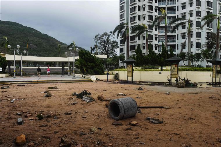 Tufão causa 3 mortes em Macau e numerosas inundações em Hong Kong