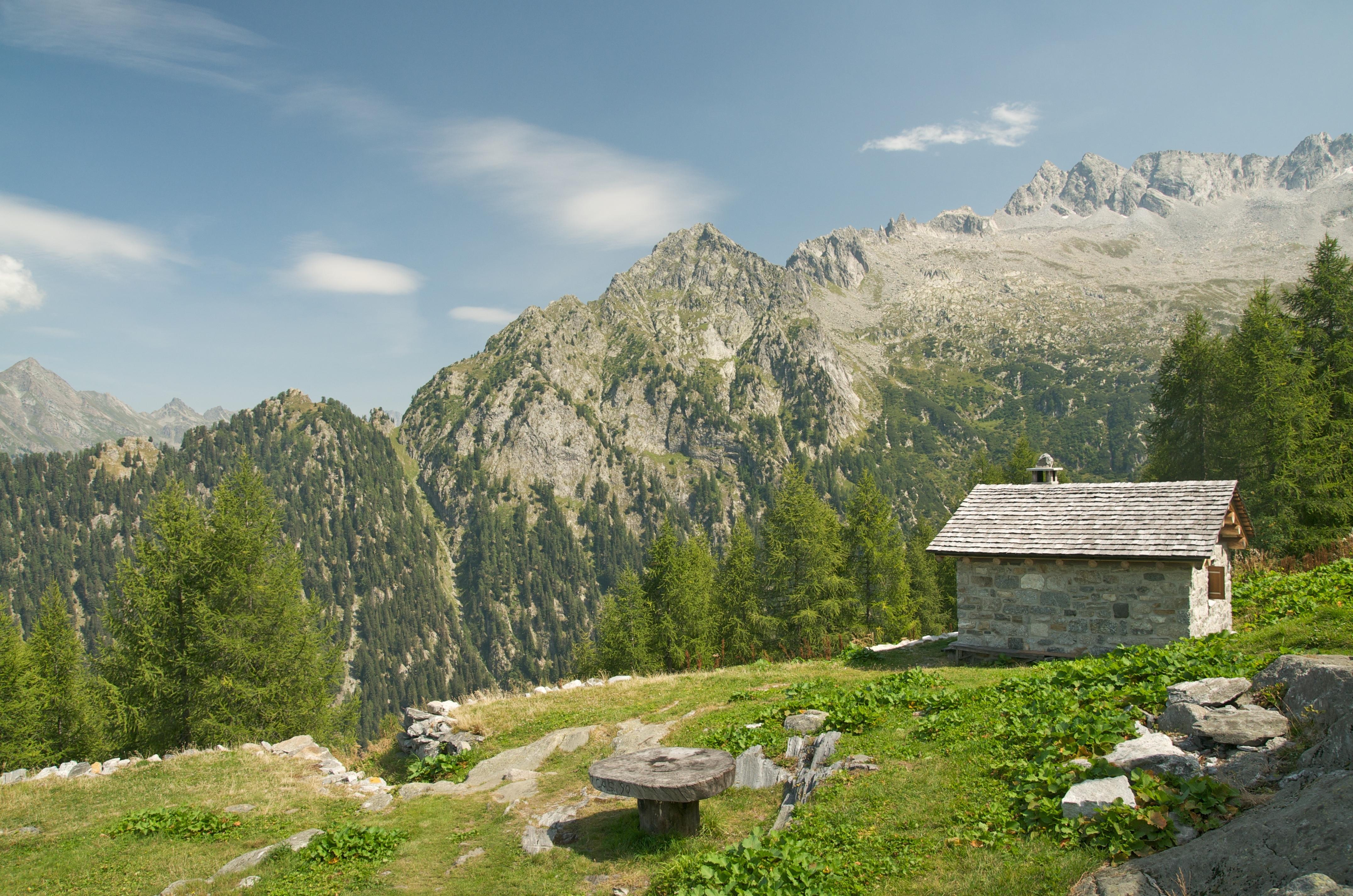 Deslizamento de rochas deixa pelo menos 8 desaparecidos na Suíça