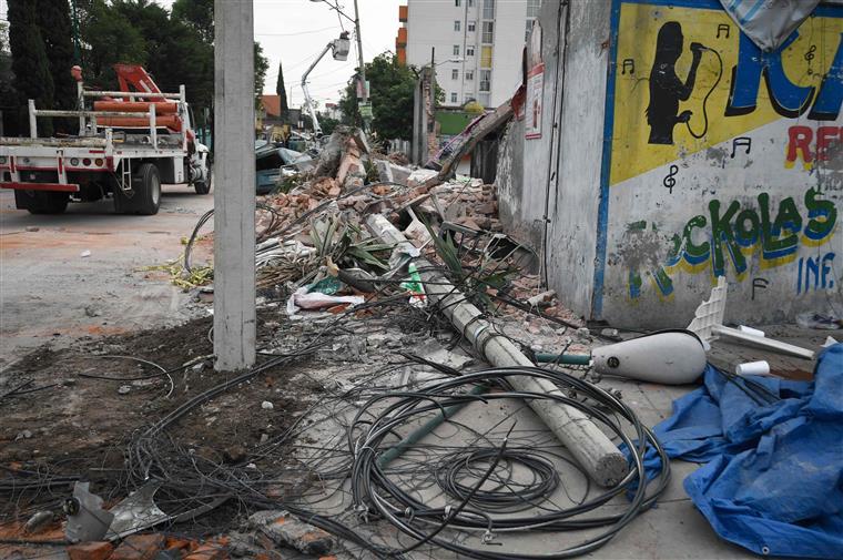 Forte tremor de terra abala o México e despoleta alerta de tsunami