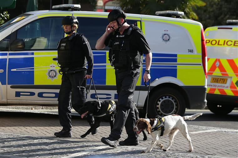 Polícia de Londres evacua casa por ligação com ataque ao metrô