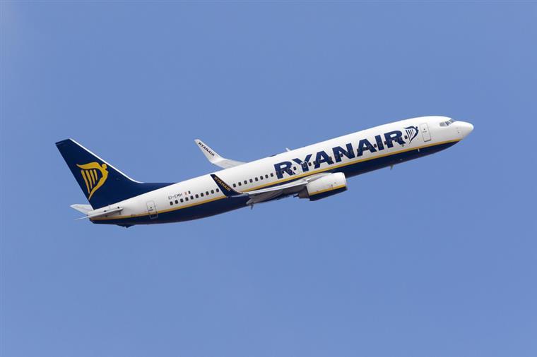 Ryanair admite adiar férias dos pilotos para evitar mais cancelamentos de voos