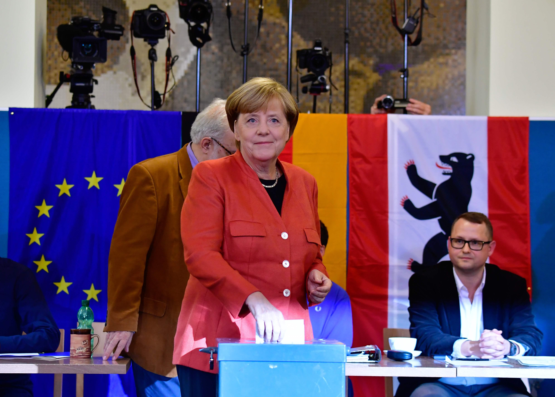 Merkel diz que extrema-direita não vai influenciar políticas