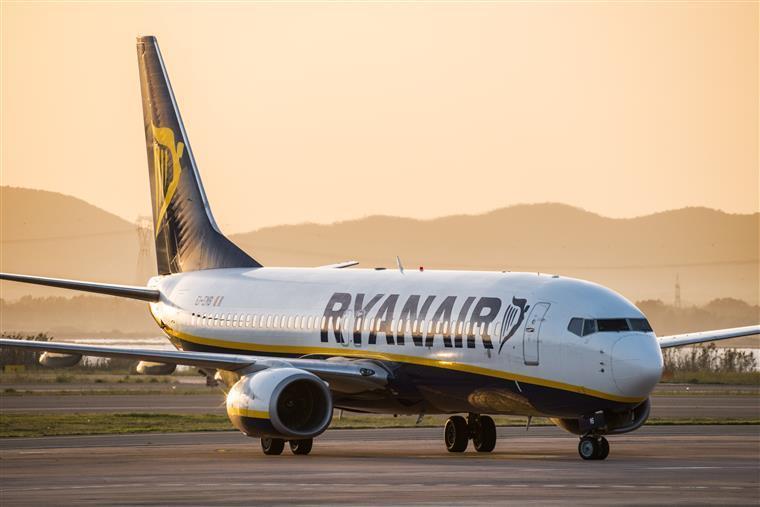 Ryanair prolonga cancelamento de voos até março
