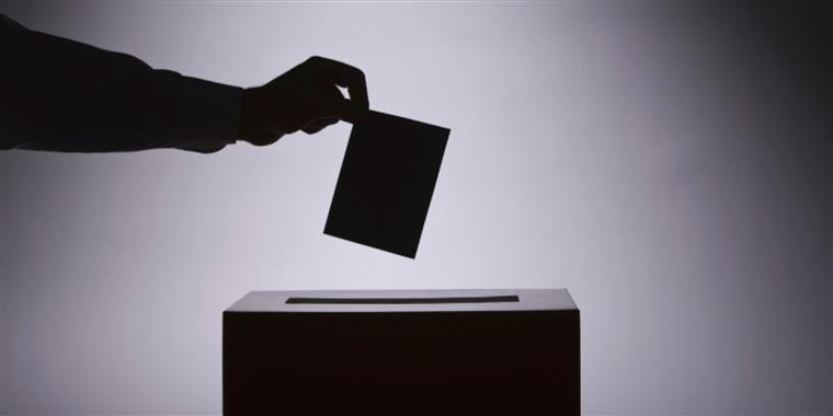 Presidente tcheco aparece com vantagem em eleições locais