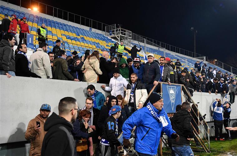 Bancada do Estoril não estava em risco. 'Posto isto, quem é que são os labregos?', diz o Sporting
