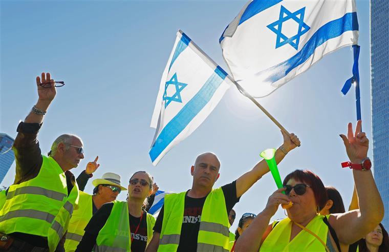 Coletes amarelos enchem as ruas de Telaviv e Jerusalém