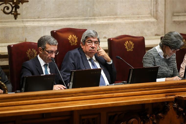 Ferro pressiona deputados na alteração às regras do parlamento