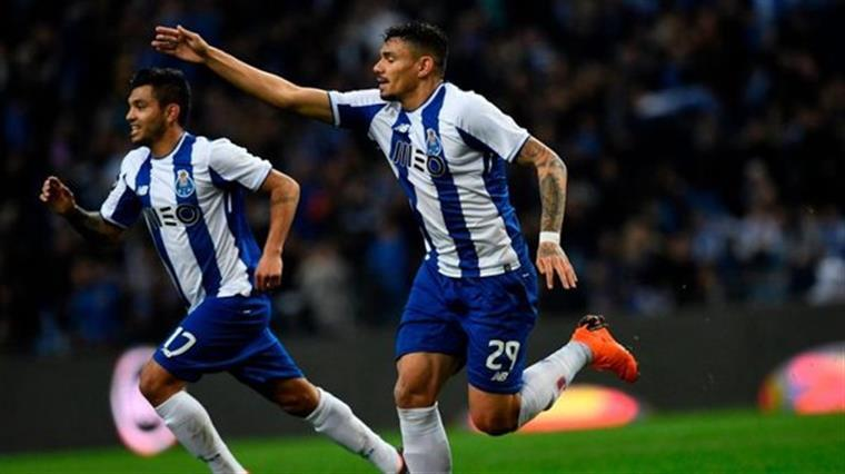 FC Porto reforça liderança nos Açores