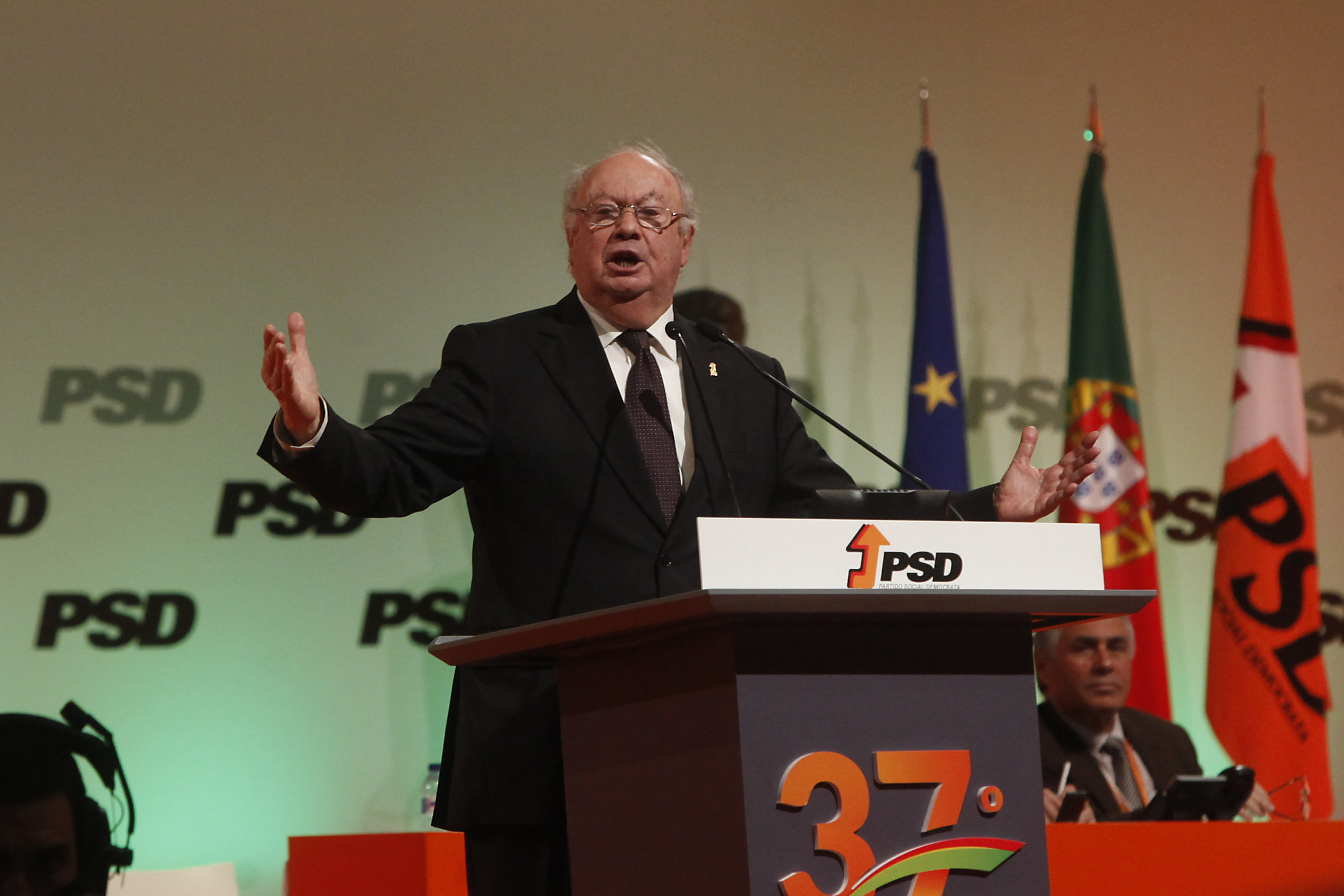 Alberto João Jardim deixa recados a Rui Rio