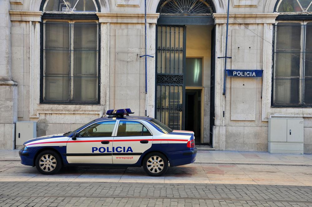 Três jovens esfaqueados junto a escola secundária em Lisboa