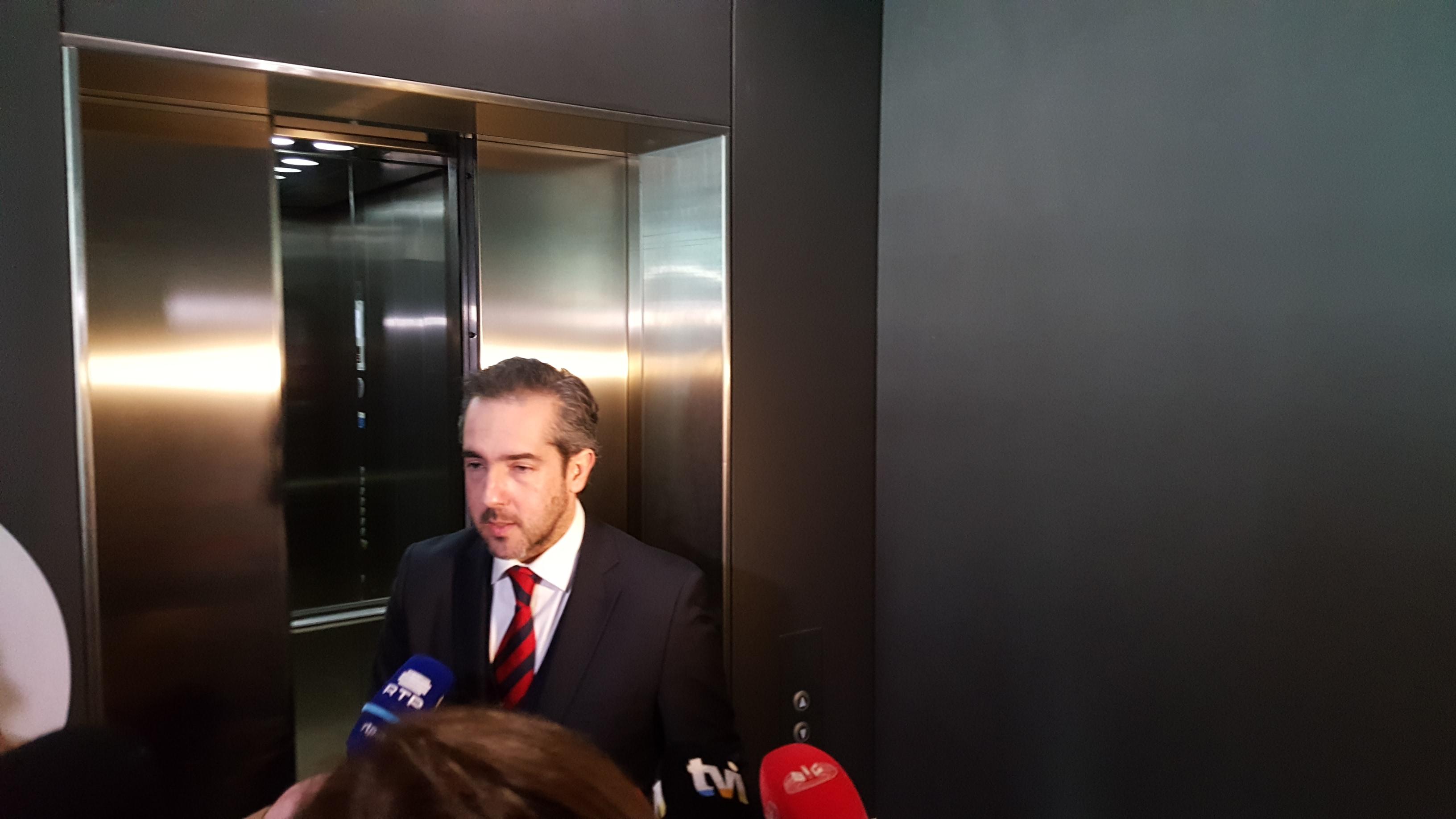 Operação Fizz: Inquirição presencial de banqueiro Carlos Silva é