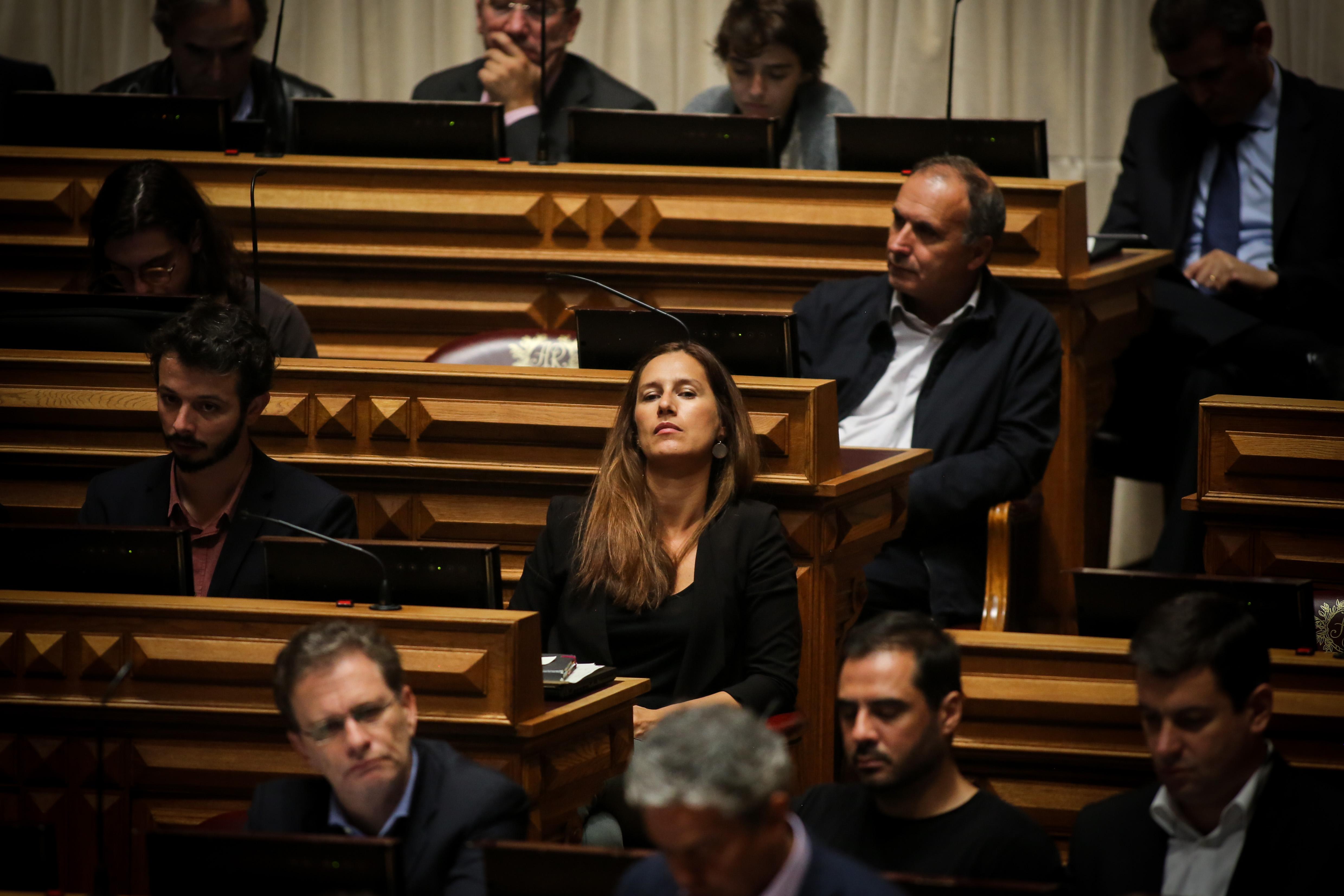 PS deixa 'geringonça' e alia-se a PSD e CDS-PP no chumbo às alterações — Lei laboral