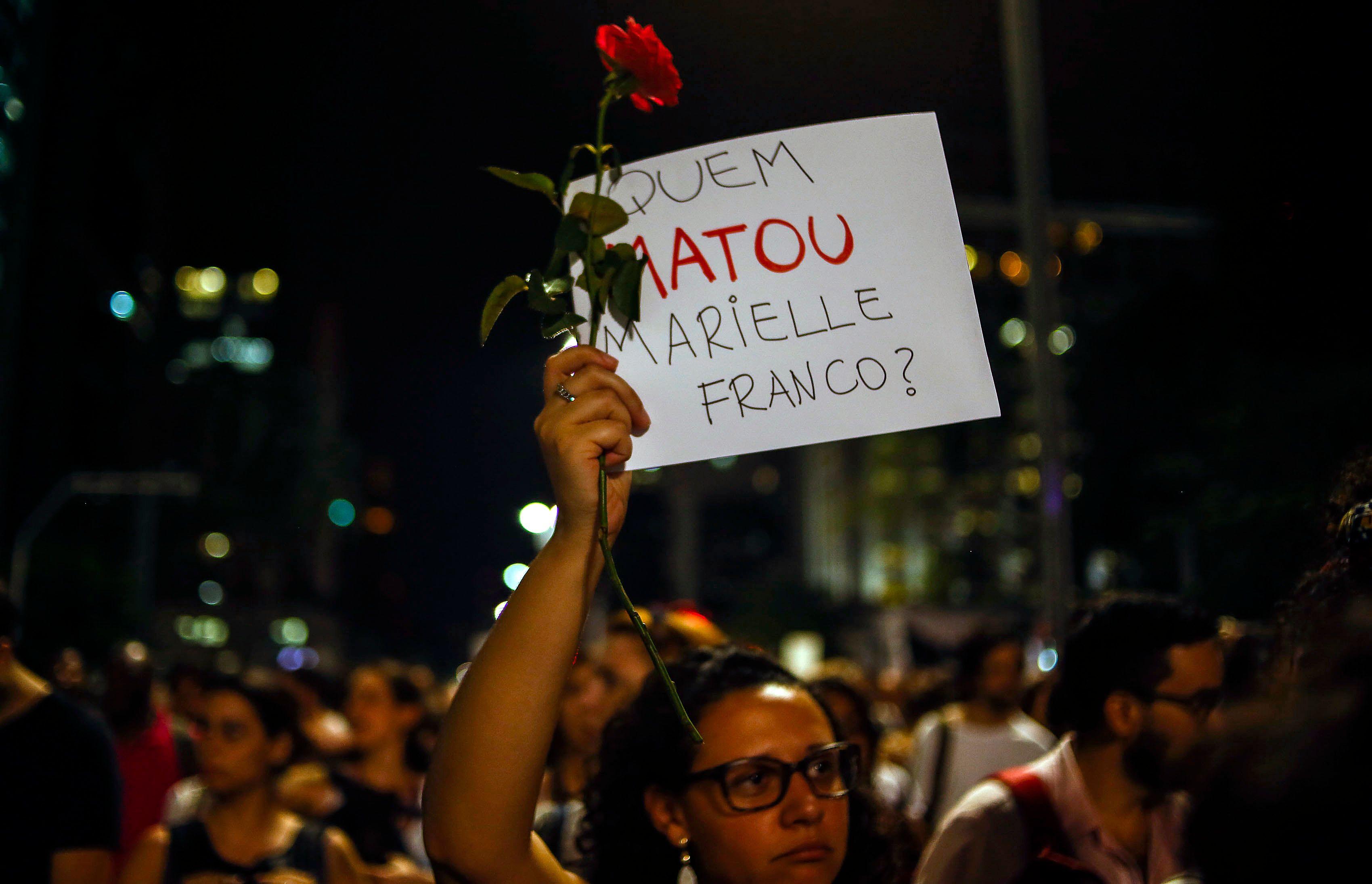 Imagens de câmera mostram Marielle Franco deixando evento antes do crime