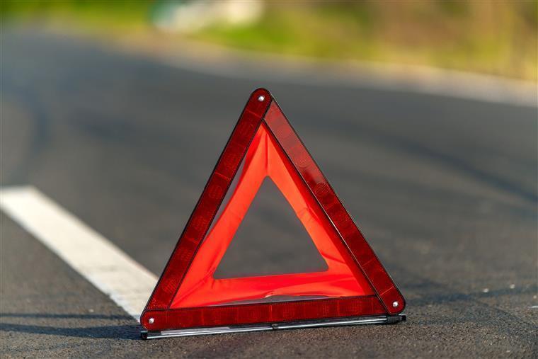 Autocarro com 37 pessoas despista-se na A6 sem provocar feridos graves