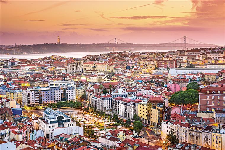 Casas. Viver à grande e à estrangeira em Portugal