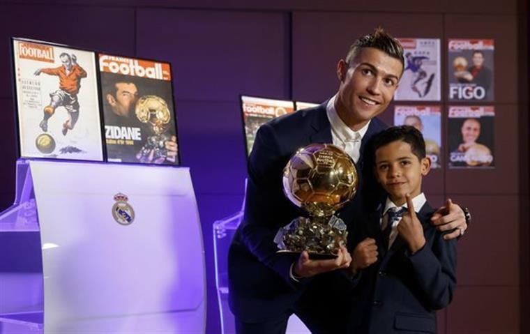 Filho de Cristiano Ronaldo marca golo de bicicleta  a6f084c8023c0