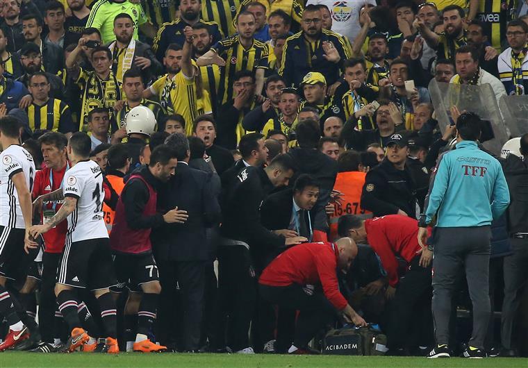 Turquia. Fenerbahce-Besiktas suspenso   VÍDEO