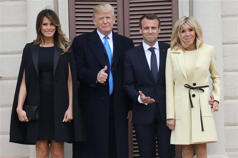 O beijo de Macron que deixou Trump surpreso | VÍDEO