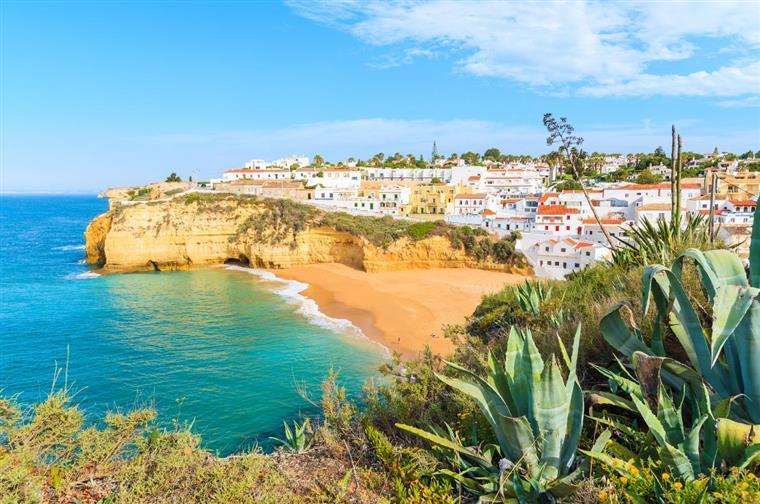 Praia portuguesa eleita como uma das melhores da Europa