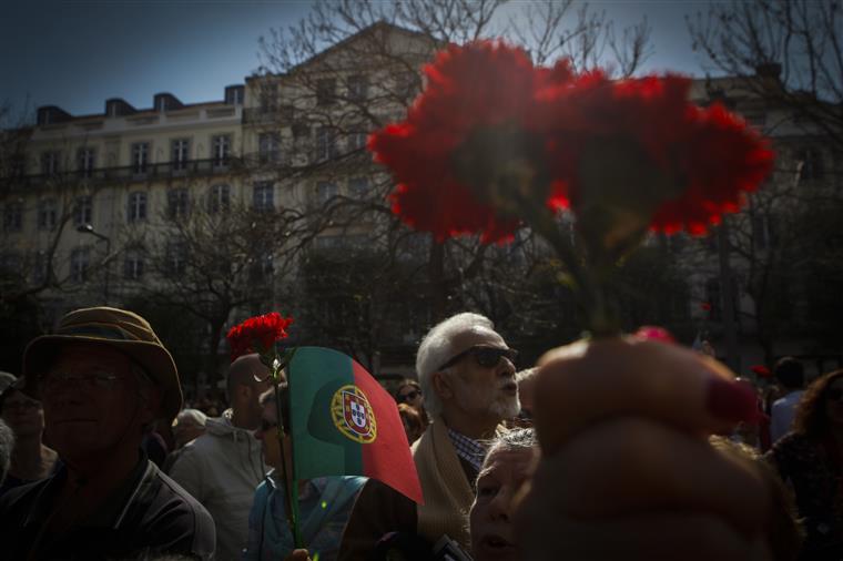 Abril. Como os derrotados viveram os dias da revolução