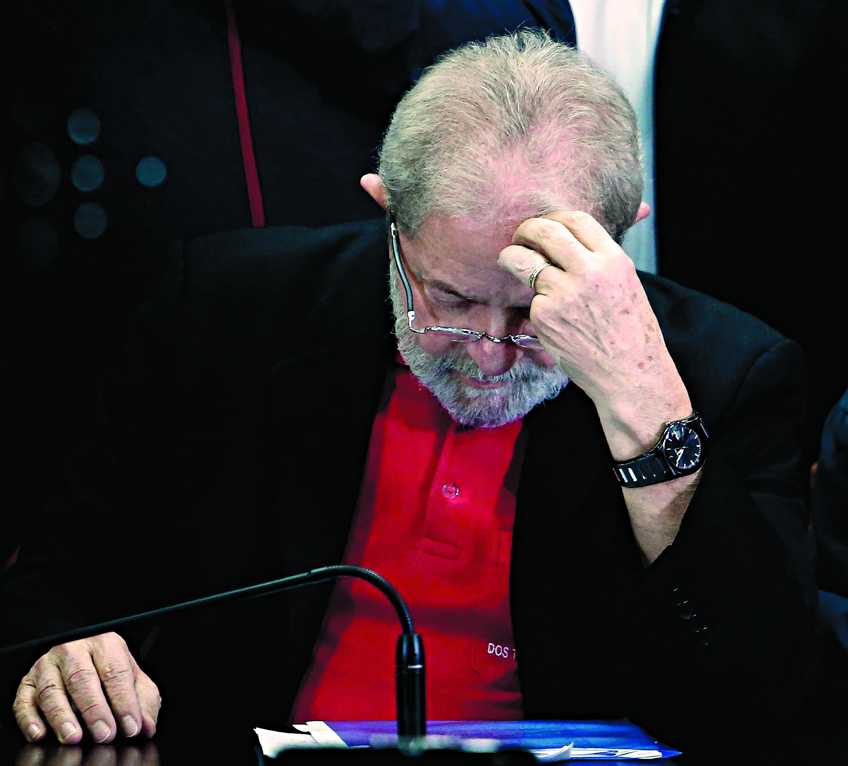 Com fogos, manifestantes contra Lula comemoram prisão em SP