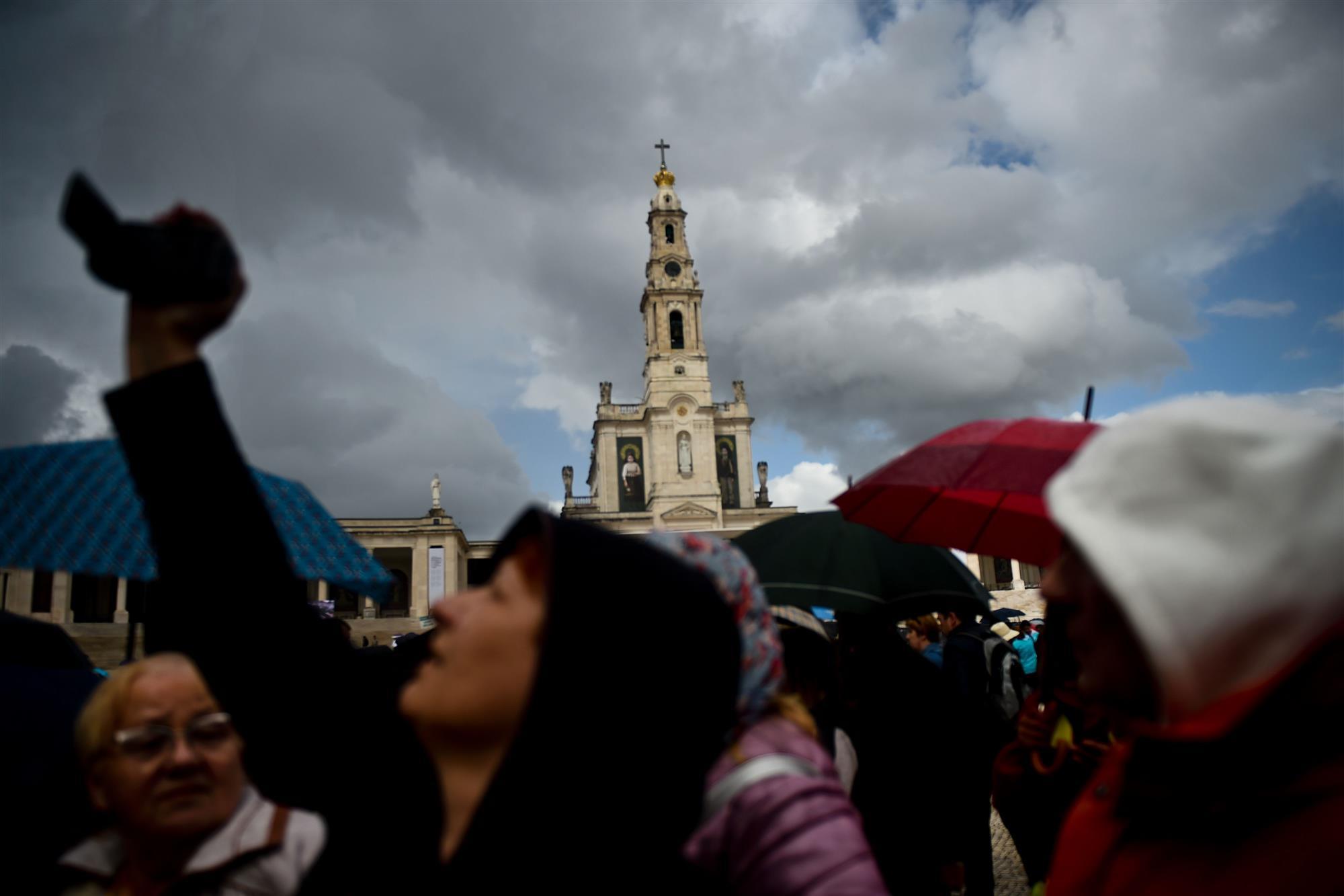 Procissão e missa solene homenageiam Nossa Senhora de Fátima no Recife