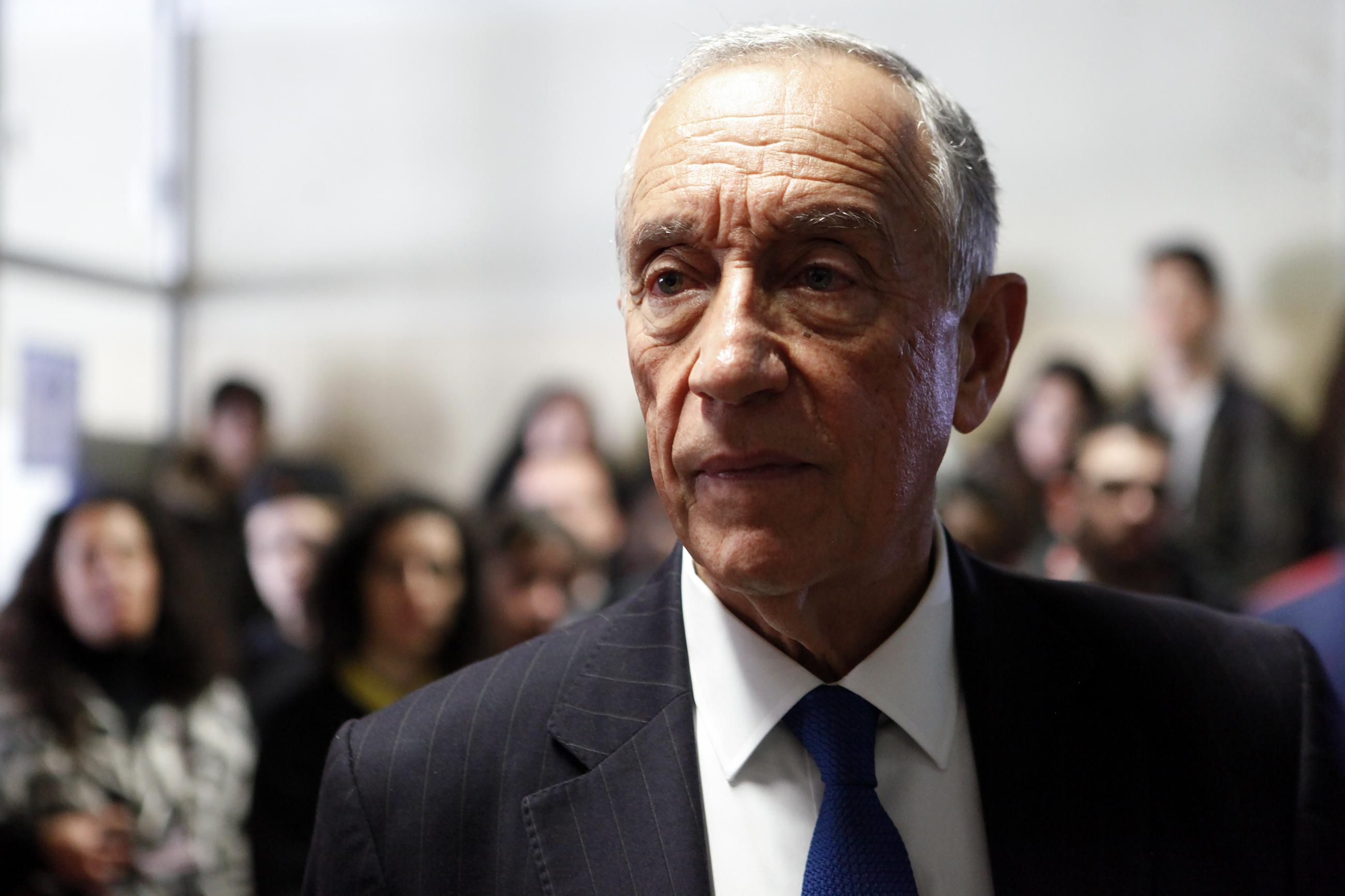 Carlos César assume