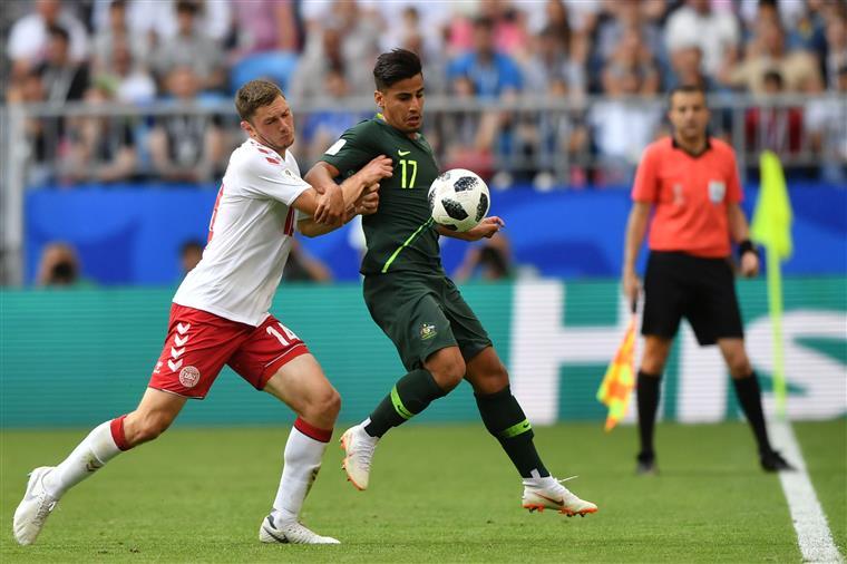 Austrália empata com a Dinamarca graças a um penalti