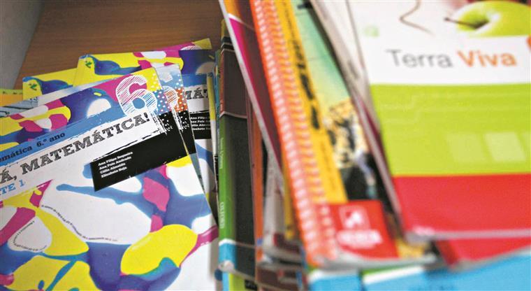Livros escolares gratuitos