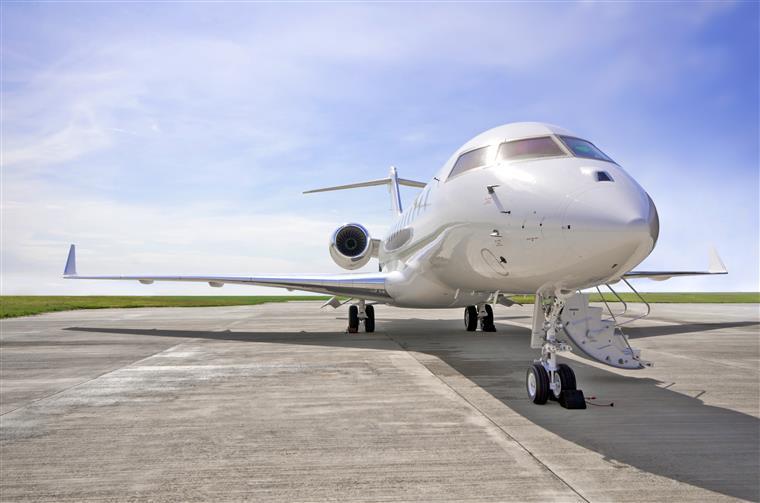 Queda de avião em Tires provocada pela 'falha do piloto' em controlar aeronave depois de problema no motor