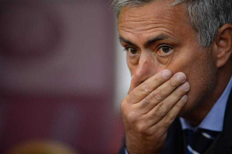 Inglaterra. Já há quem aposte que Mourinho não chega ao Natal