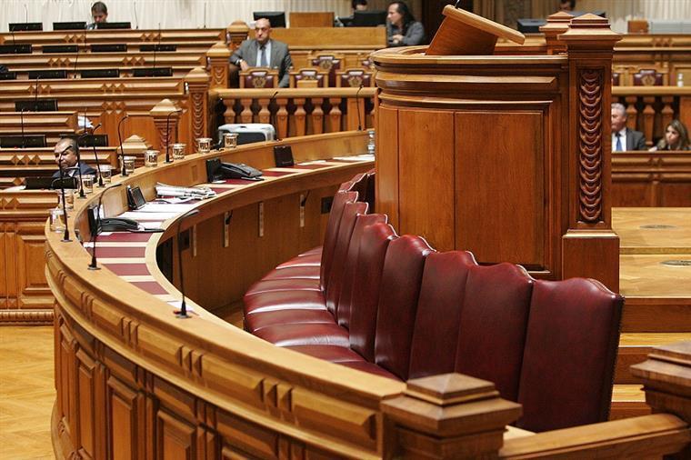 Governo esconde lista das subvenções vitalícias