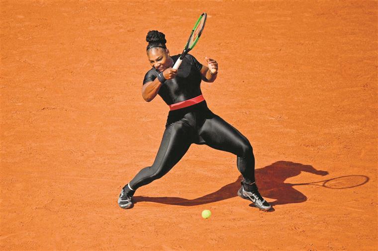 ef44dc8068f74 Serena adora brincar com os outfits nos jogos, mas atrás dela há um rol de  personagens que, desde a Inglaterra vitoriana, marcaram as tendências -  dentro e ...