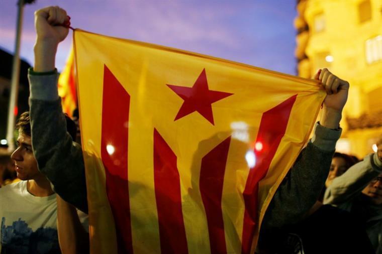 Líderes separatistas catalães condenados com penas até 13 anos de prisão
