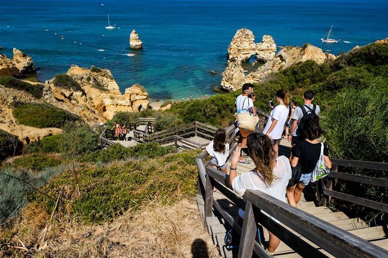 Turismo volta a acelerar em agosto