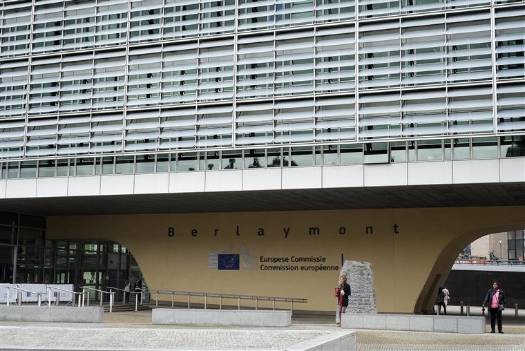 Bruxelas quer impedir tarifas dos EUA