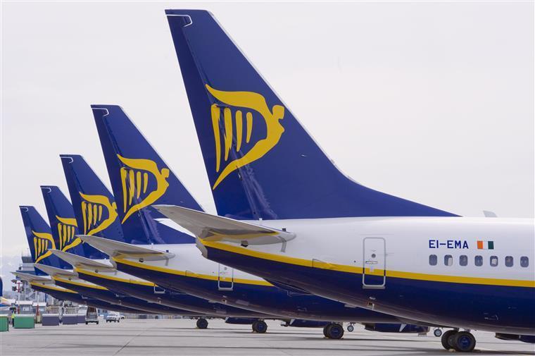 Ryanair condenada por cobrar bagagem de mão a passageira