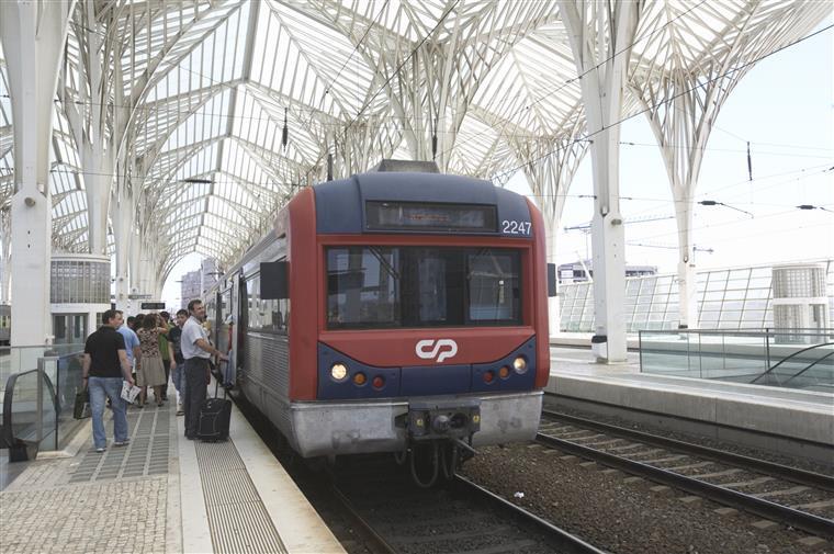 CP recupera oito comboios para a linha de Sintra