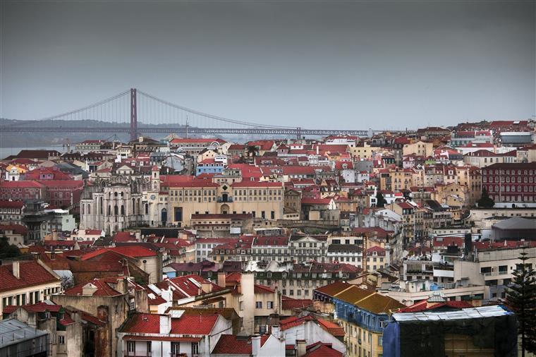 Turismo em Portugal manteve crescimento em outubro