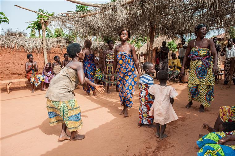 Jovens grávidas na Serra Leoa podem voltar a frequentar a escola