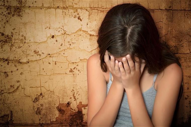 Talhante detido por abusar da enteada menor no Porto